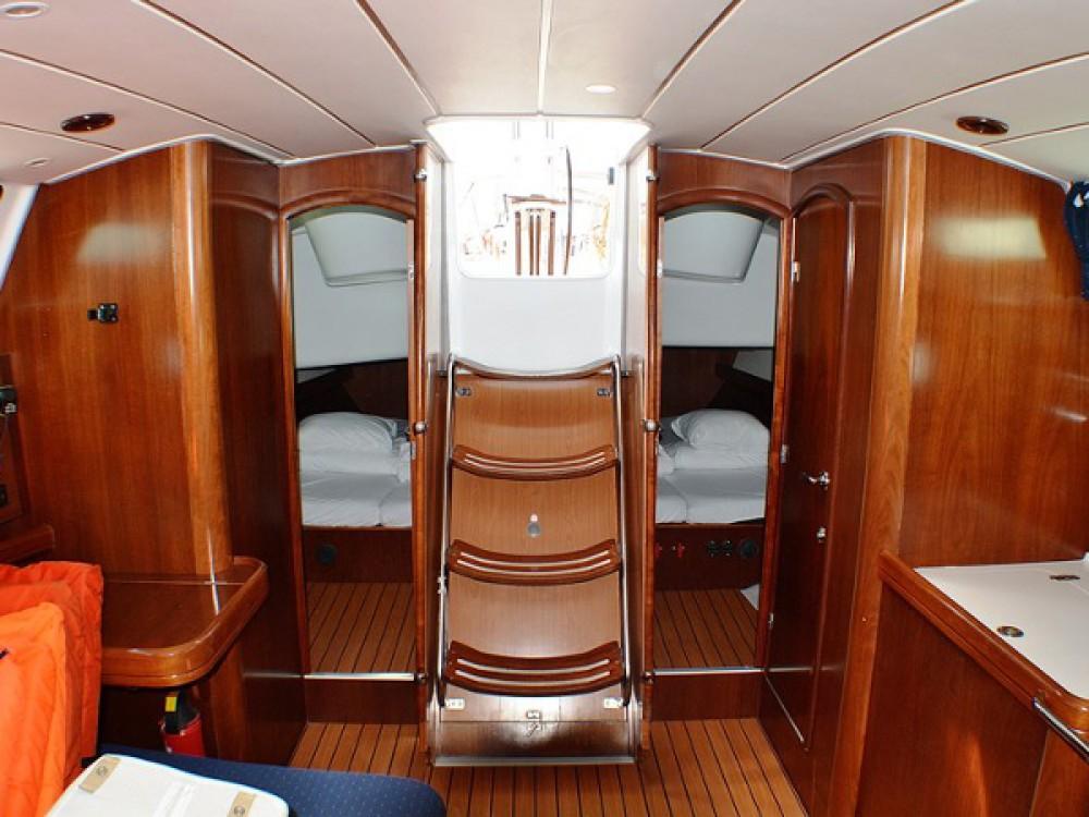 Bénéteau Oceanis Clipper 423 zwischen Privatpersonen und professionellem Anbieter Sukošan