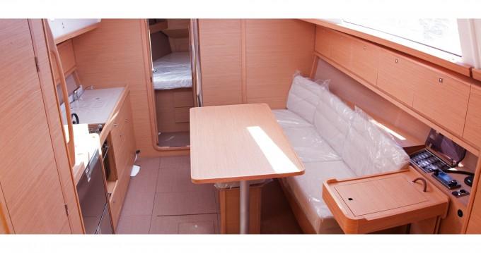 Dufour Dufour 382 Grand Large zwischen Privatpersonen und professionellem Anbieter Níkiti