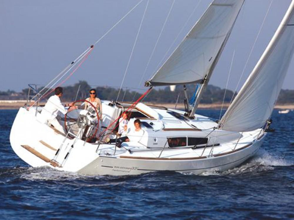 Jeanneau Sun Odyssey 36i zwischen Privatpersonen und professionellem Anbieter Lávrio