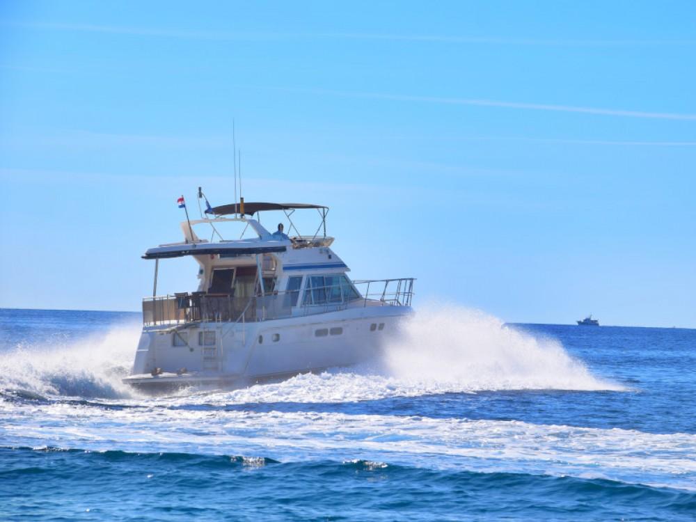 Vermietung Motorboot Yaretti mit Führerschein