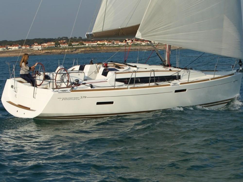 Ein Jeanneau Sun Odyssey 379 mieten in Palma