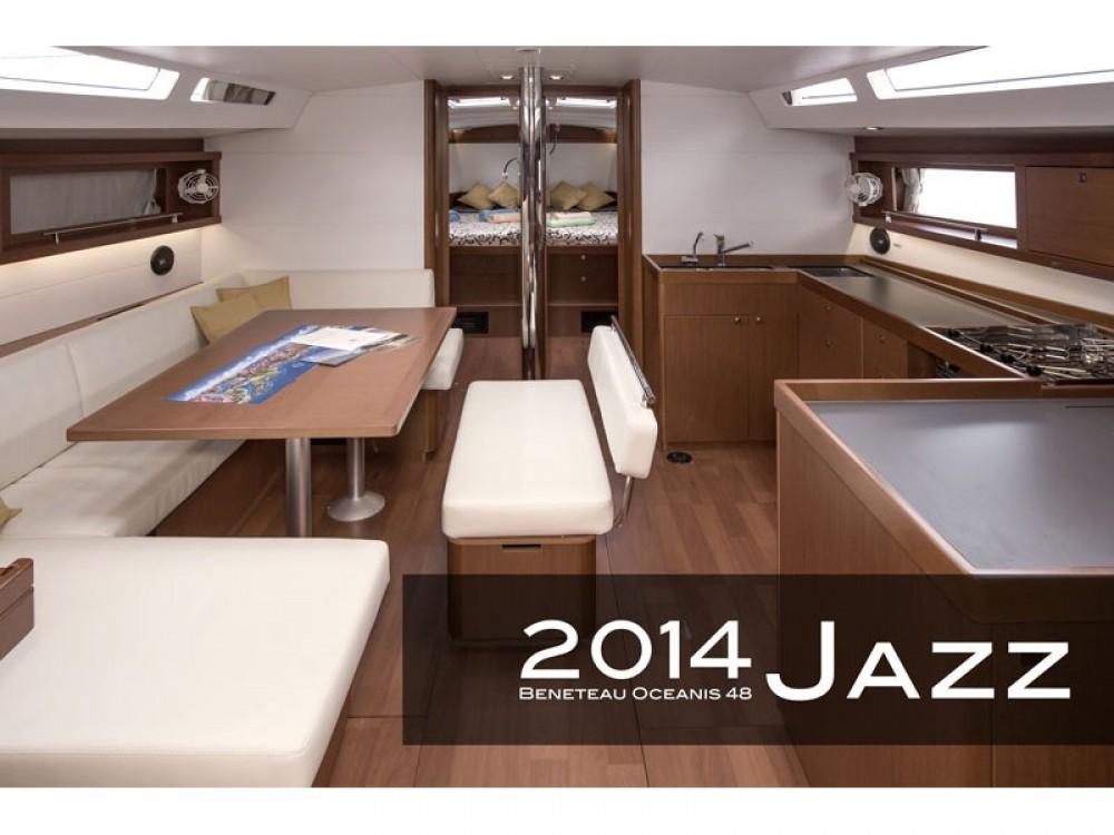 Bénéteau Oceanis 48 (4 cabins) zwischen Privatpersonen und professionellem Anbieter