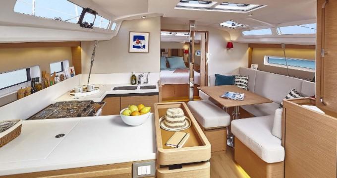 Bootsverleih Jeanneau Sun Odyssey 440 Marina di Portisco Samboat