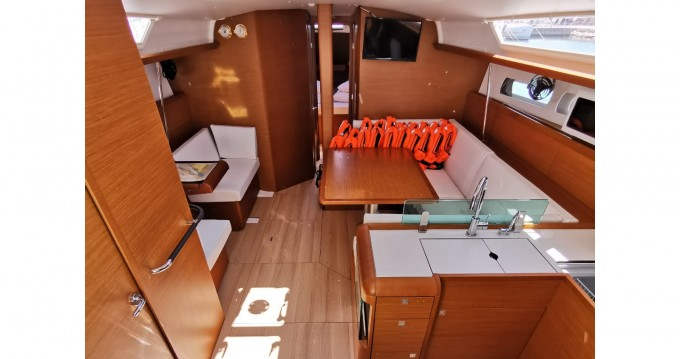 Jeanneau Sun Odyssey 449 zwischen Privatpersonen und professionellem Anbieter Sukošan