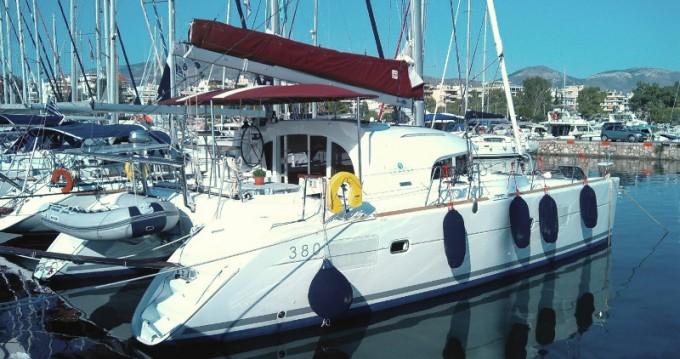 Lagoon Lagoon 380 zwischen Privatpersonen und professionellem Anbieter Athen