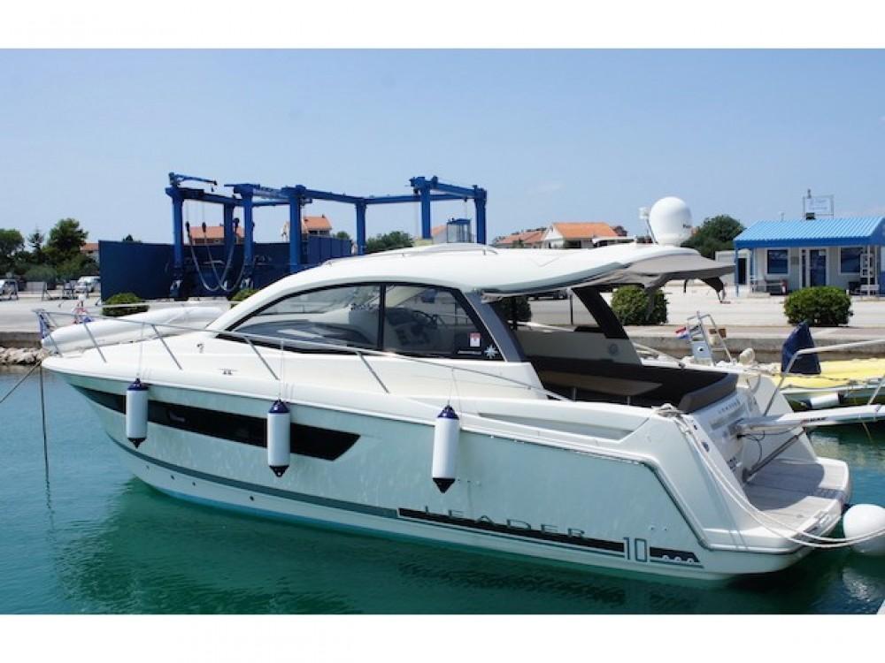 Motorboot mit oder ohne Skipper Jeanneau mieten in Šibenik