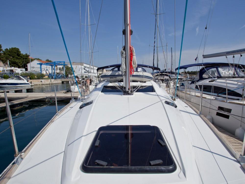 Yacht-Charter in Šibenik - Elan Elan 444 Impression auf SamBoat