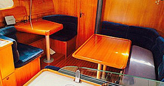 Jeanneau Sun Odyssey 40 zwischen Privatpersonen und professionellem Anbieter Betina