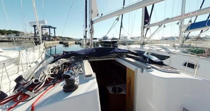 Jeanneau Sun Odyssey 30i zwischen Privatpersonen und professionellem Anbieter Betina