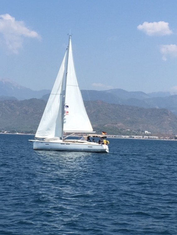 Ein Jeanneau Sun Odyssey 419 mieten in Fethiye