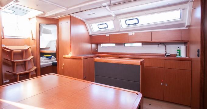 Bavaria Cruiser 46 zwischen Privatpersonen und professionellem Anbieter Trogir
