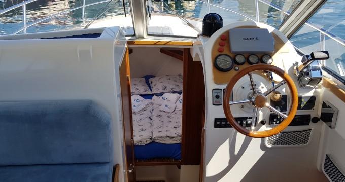 Motorboot mit oder ohne Skipper Sas Vektor mieten in Biograd