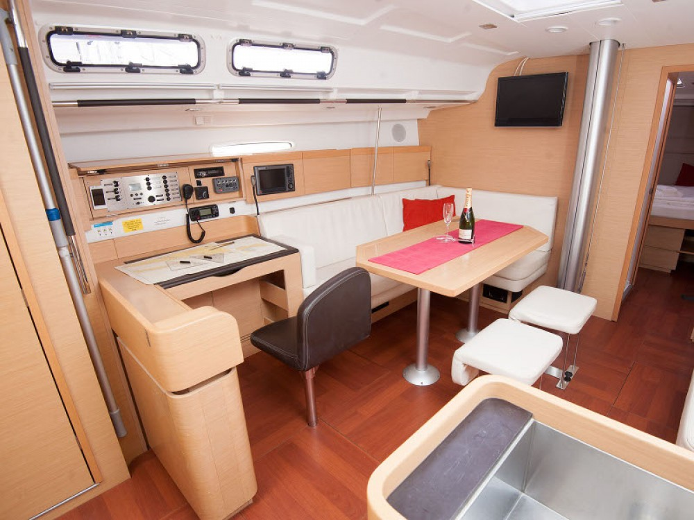 Segelboot mit oder ohne Skipper Bénéteau mieten in Kaštel Gomilica