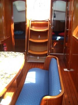 Bénéteau Oceanis 423 zwischen Privatpersonen und professionellem Anbieter Punta Ala