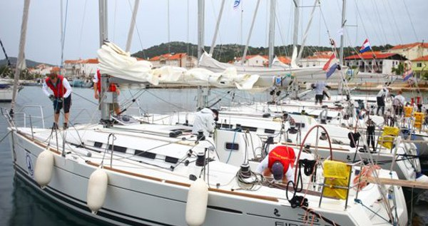 Segelboot mit oder ohne Skipper Bénéteau mieten in Murter