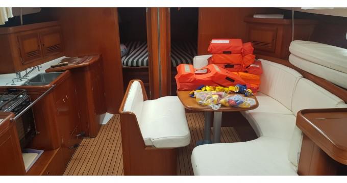 Bénéteau Oceanis 473 zwischen Privatpersonen und professionellem Anbieter Marina di Portorosa