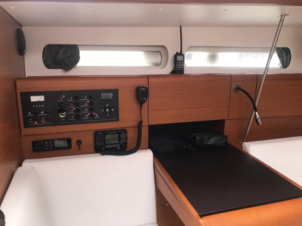 Yacht-Charter in Arona - Jeanneau Sun Odyssey 419 auf SamBoat