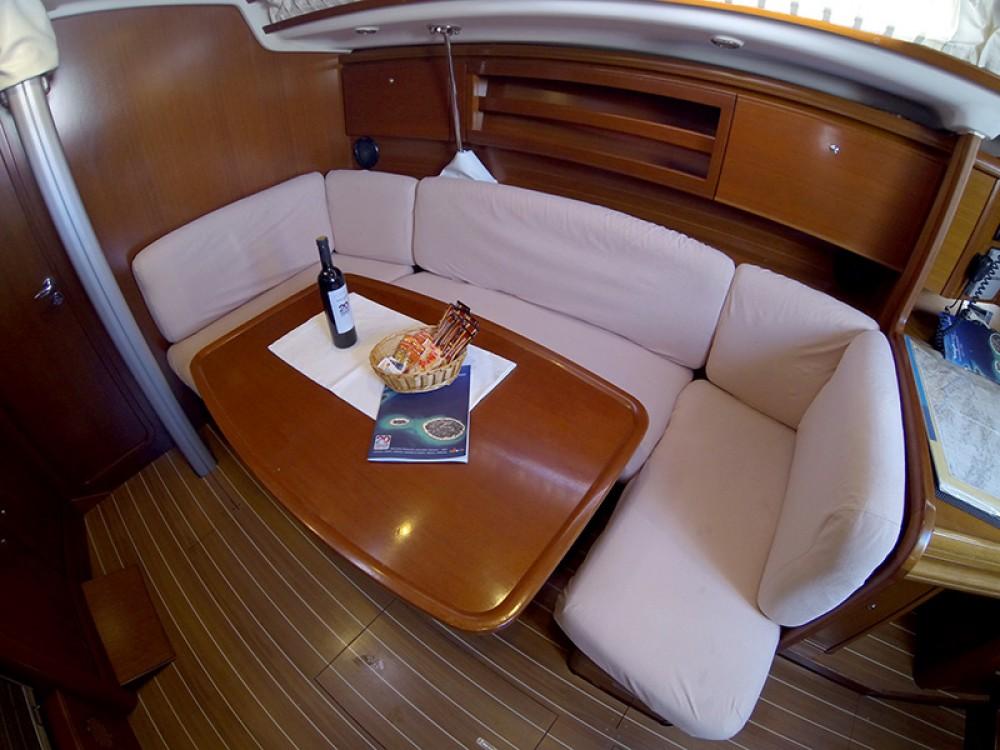 Segelboot mit oder ohne Skipper Grand Soleil mieten in Šibenik