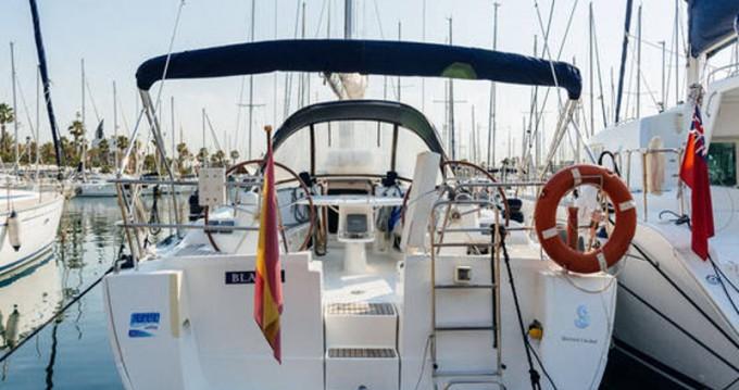 Bénéteau Oceanis 43 zwischen Privatpersonen und professionellem Anbieter Barcelona