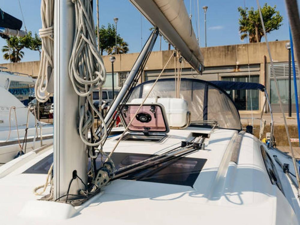 Yacht-Charter in Barcelona - Bénéteau Beneteau Oceanis 43  auf SamBoat