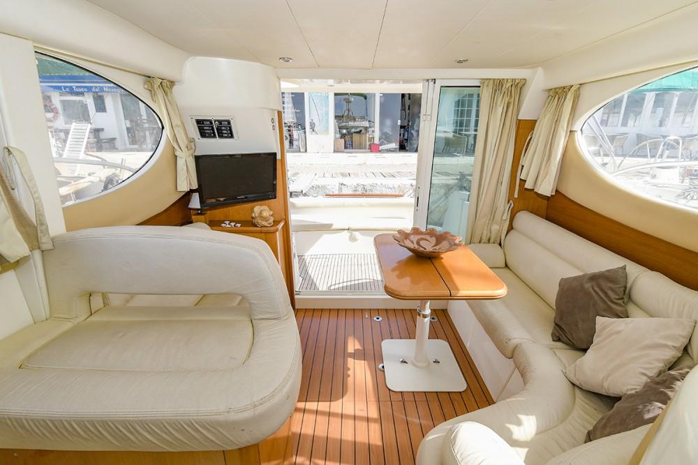 Motorboot mit oder ohne Skipper Jeanneau mieten in Sitges