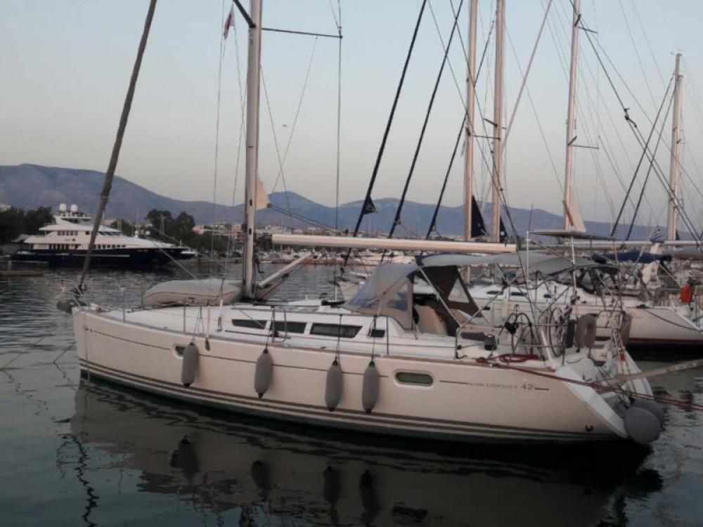 Ein Jeanneau Sun Odyssey 42 i mieten in Marina Alimos