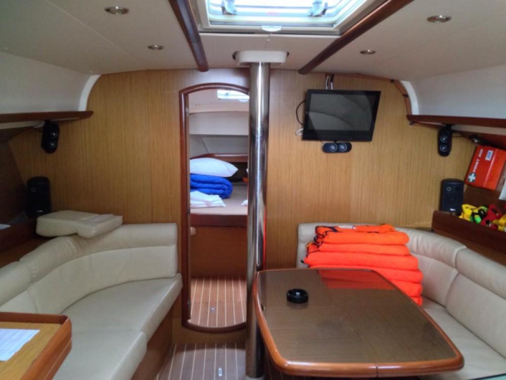 Jeanneau Sun Odyssey 42 i zwischen Privatpersonen und professionellem Anbieter Marina Alimos