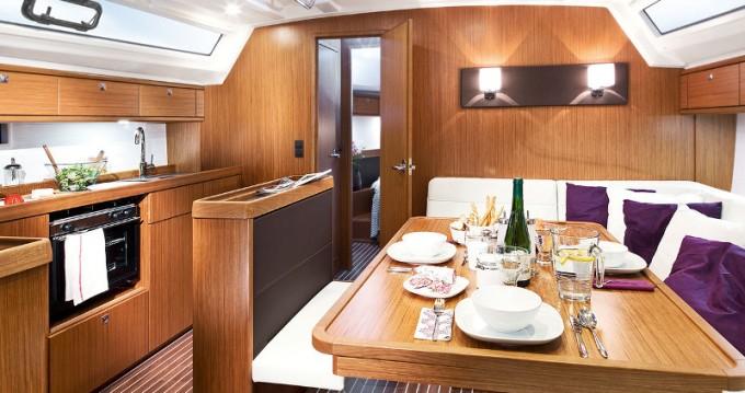 Bavaria Cruiser 46 zwischen Privatpersonen und professionellem Anbieter Lefkada (Island)