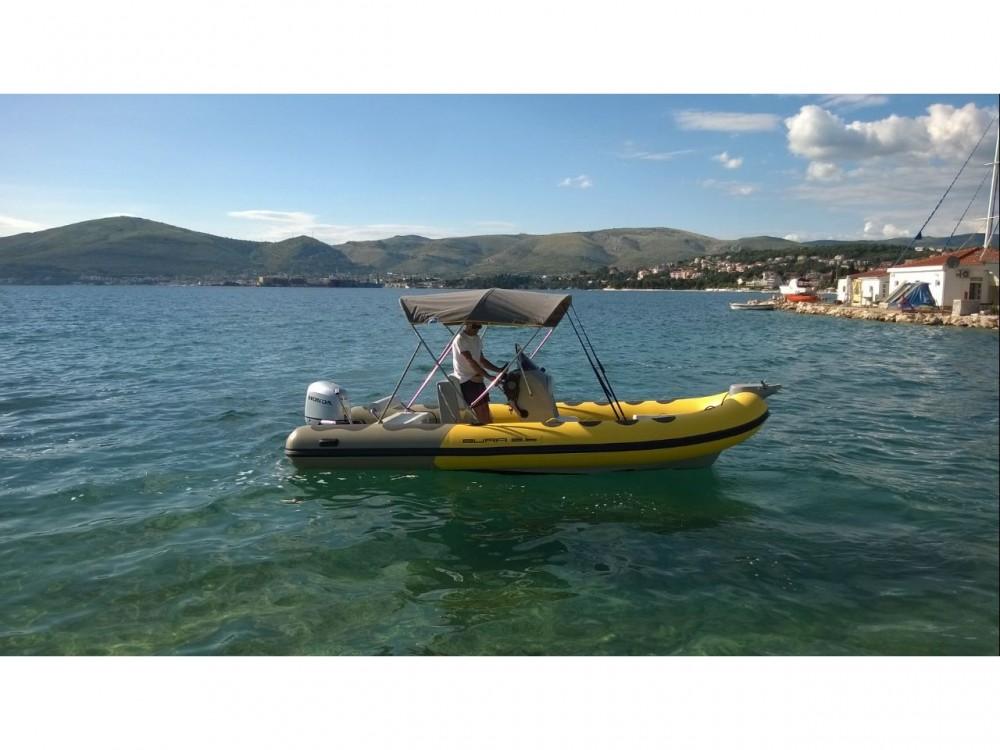 Bura 560 zwischen Privatpersonen und professionellem Anbieter Trogir