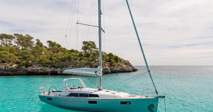 Bénéteau Oceanis 41.1 zwischen Privatpersonen und professionellem Anbieter Bocca di Magra