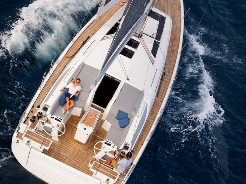Bénéteau Oceanis 461 zwischen Privatpersonen und professionellem Anbieter Volos