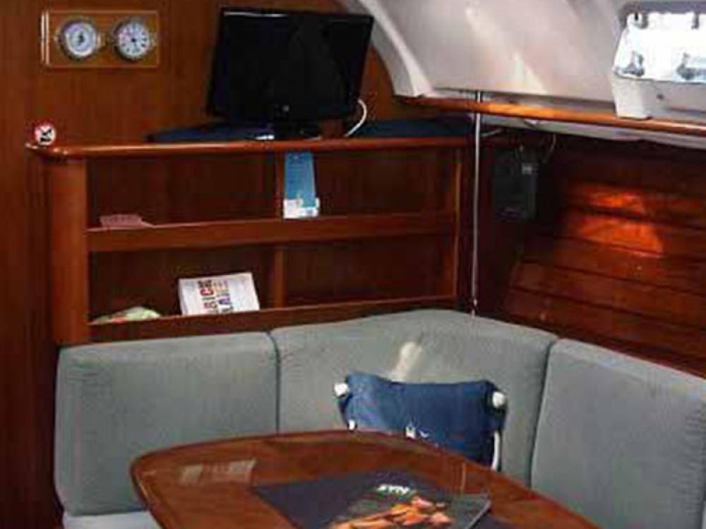 Bénéteau Oceanis 381 zwischen Privatpersonen und professionellem Anbieter Volos