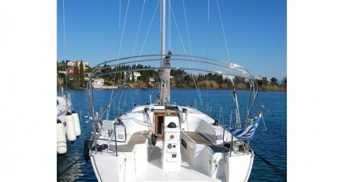 Bavaria Cruiser 33 zwischen Privatpersonen und professionellem Anbieter Gouviá