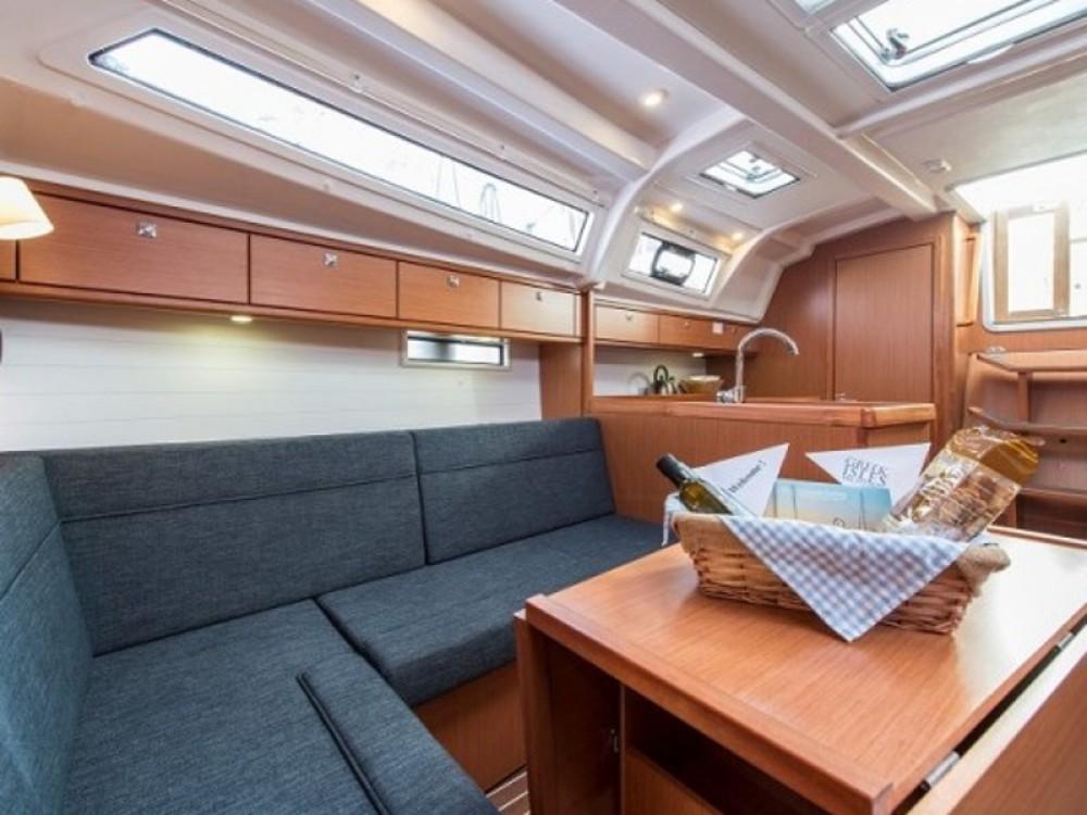 Bavaria Bavaria 37 Cruiser zwischen Privatpersonen und professionellem Anbieter Álimos
