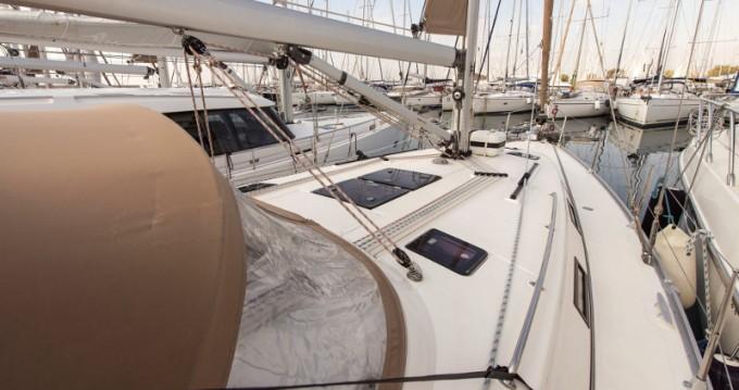 Bootsverleih Álimos günstig Bavaria 40 Cruiser