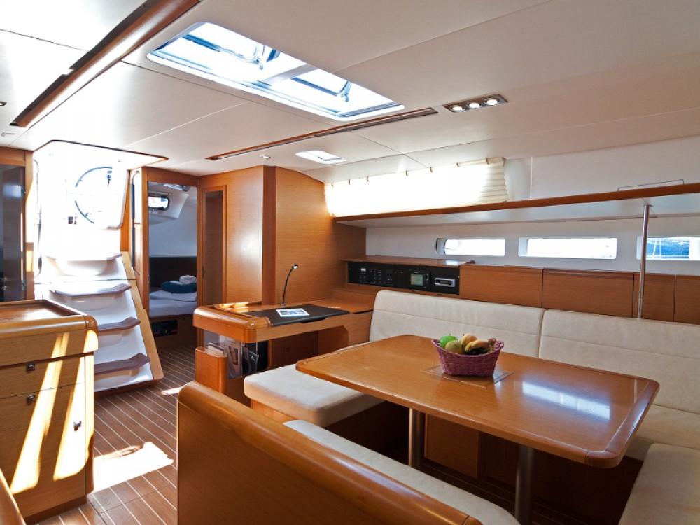 Jeanneau Sun Odyssey 509 zwischen Privatpersonen und professionellem Anbieter Split
