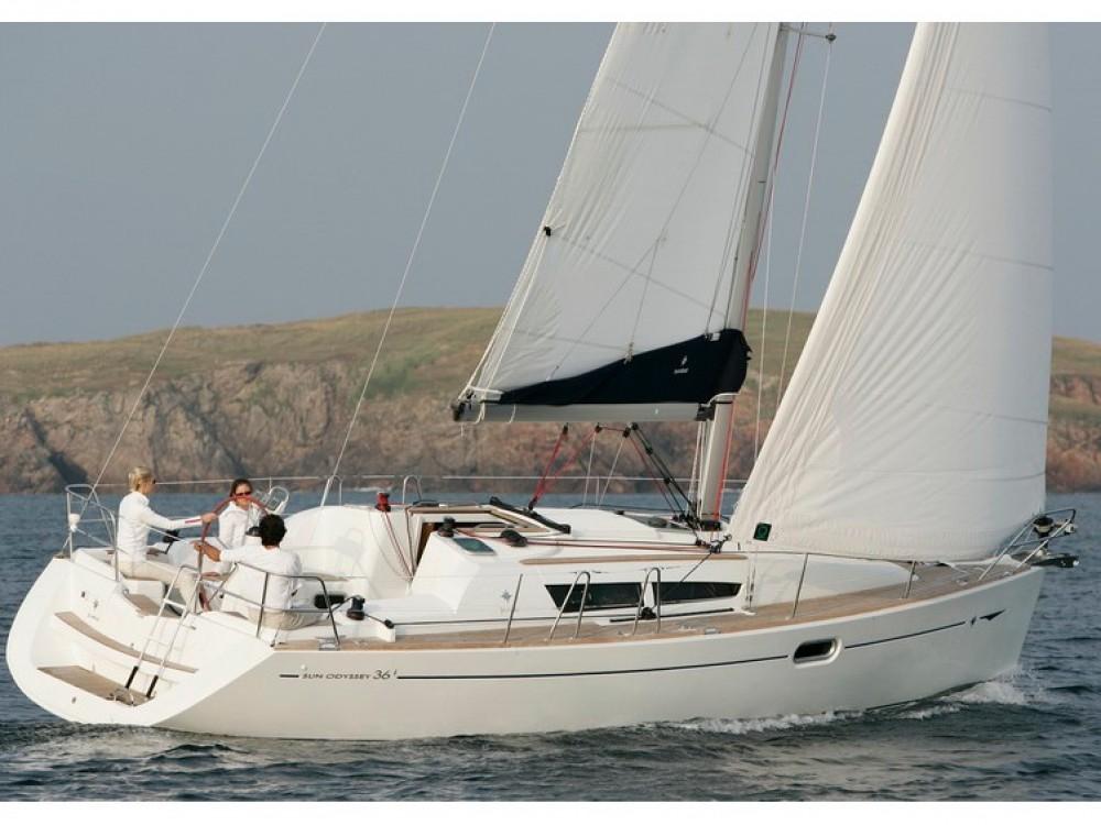 Ein Jeanneau Sun Odyssey 36i mieten in Split