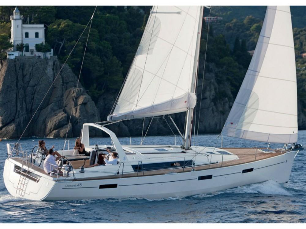 Bénéteau Oceanis 45 zwischen Privatpersonen und professionellem Anbieter Greece