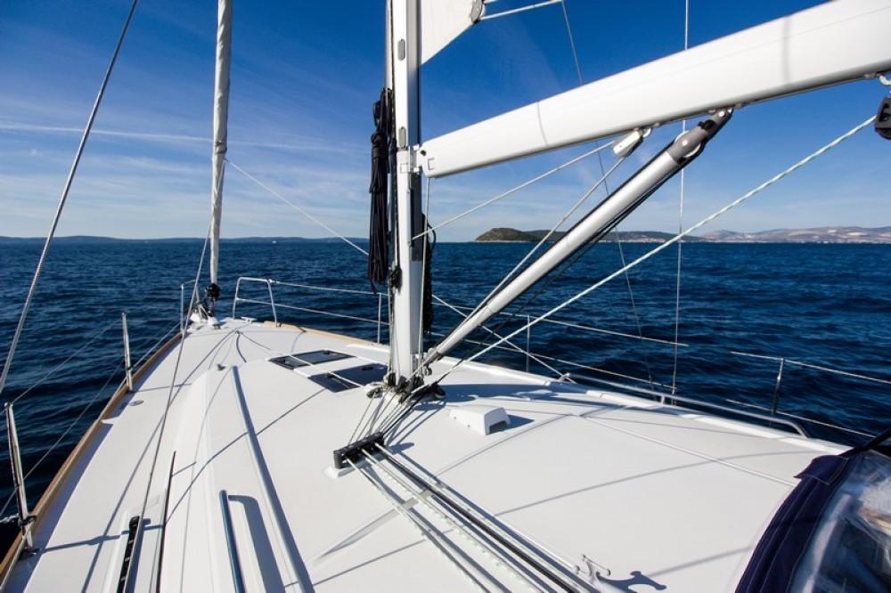 Bénéteau Beneteau Oceanis 38 zwischen Privatpersonen und professionellem Anbieter Split