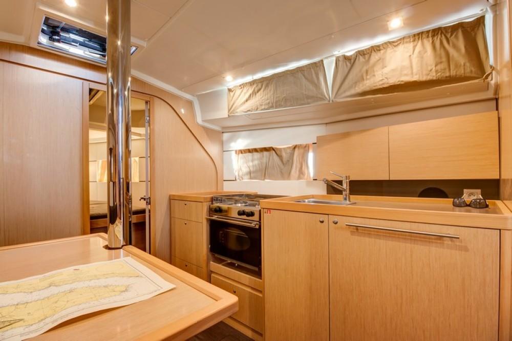 Yacht-Charter in Split - Bénéteau Beneteau Oceanis 38 auf SamBoat
