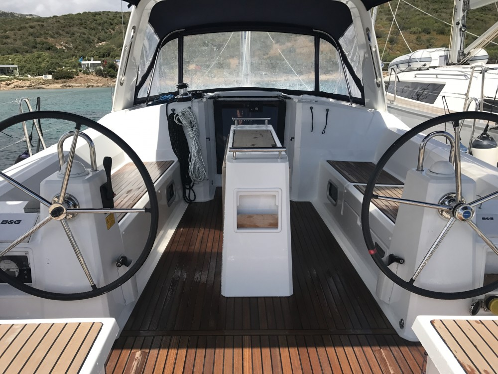 Yacht-Charter in Olbia - Bénéteau Oceanis 38 auf SamBoat