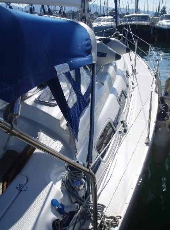 Bavaria Cruiser 39 zwischen Privatpersonen und professionellem Anbieter Ionian Islands