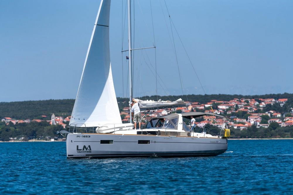 Yacht-Charter in  - Bénéteau Oceanis 38 auf SamBoat