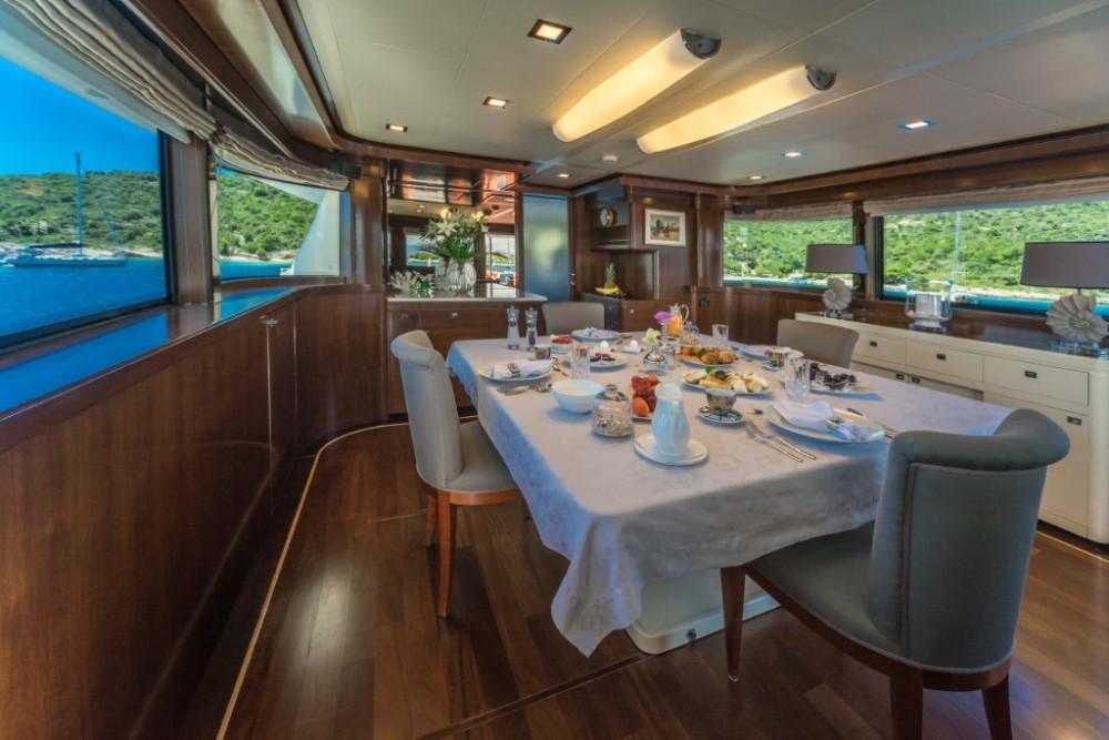 Bootsverleih Ferretti-Yachts-Group Navetta 33  Samboat