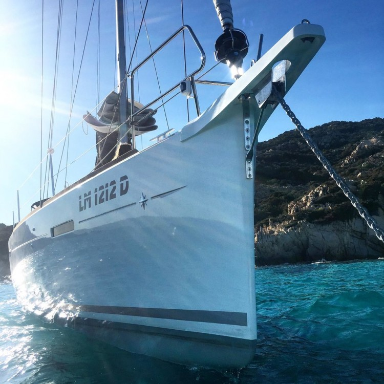 Jeanneau Sun Odyssey 449 Performance zwischen Privatpersonen und professionellem Anbieter Sardinien