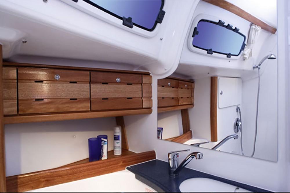 Bavaria Cruiser 50 zwischen Privatpersonen und professionellem Anbieter Palermo