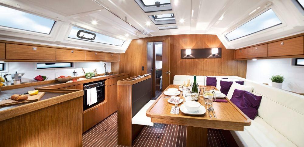 Bavaria Cruiser 46 zwischen Privatpersonen und professionellem Anbieter Cannigione