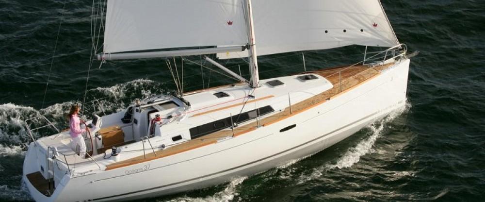 Yacht-Charter in Furnari - Bénéteau Oceanis 37 auf SamBoat
