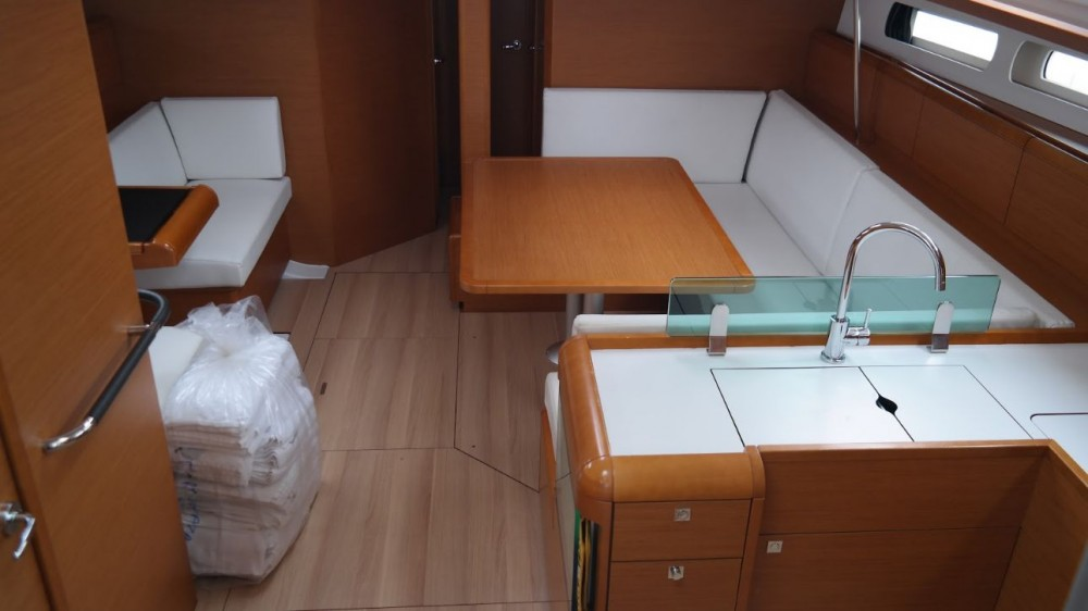 Jeanneau Sun Odyssey 449 zwischen Privatpersonen und professionellem Anbieter Korfu