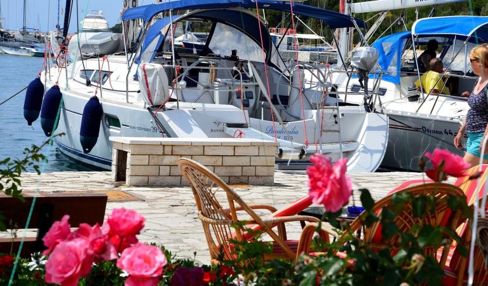 Ein Jeanneau Sun Odyssey 39i mieten in Lefkada